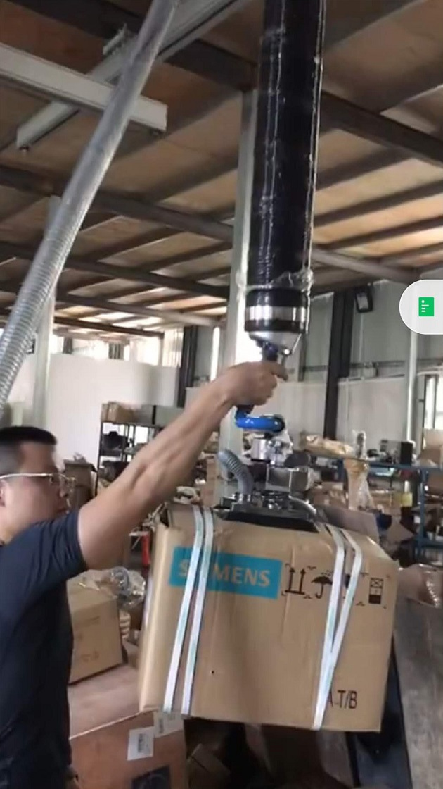 one-handed operation for vacuum tube lifter.jpg